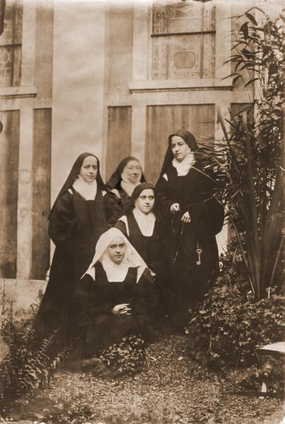 Photo 10 Saint Therese of Lisieux
